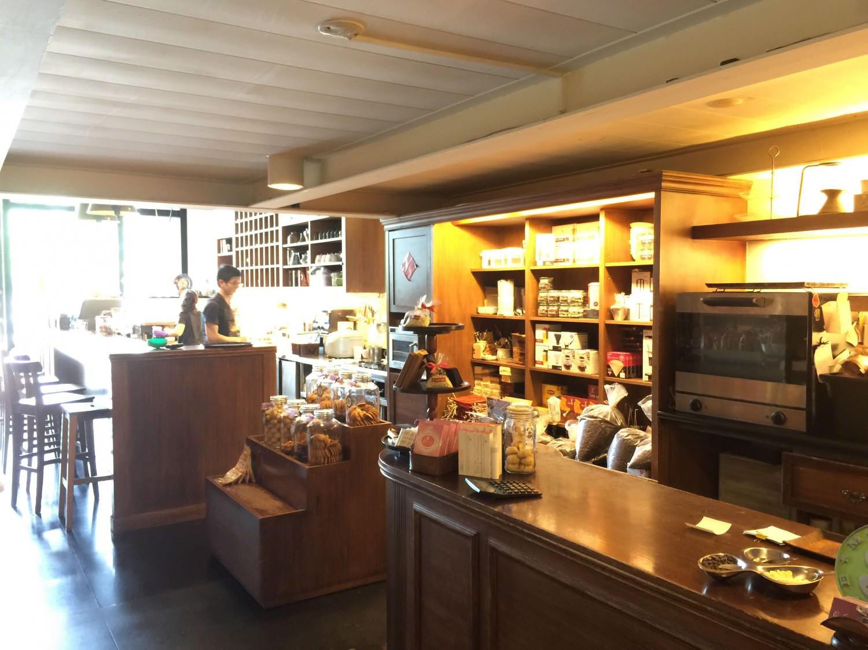 Izzy cafe 安平總店一隅