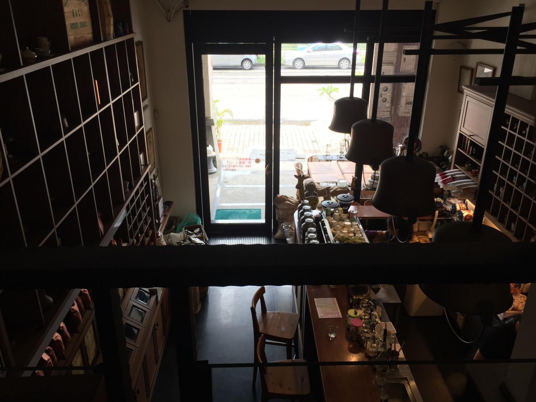 Izzy Cafe 二樓往外看