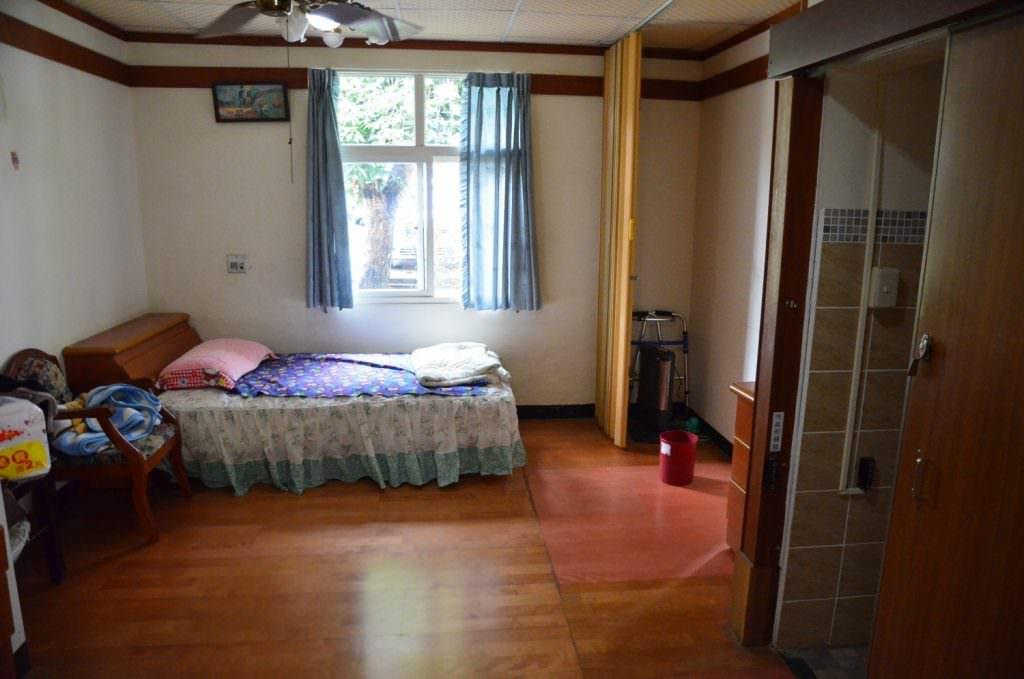 個人套房: 空間寬敞而且光線充足
