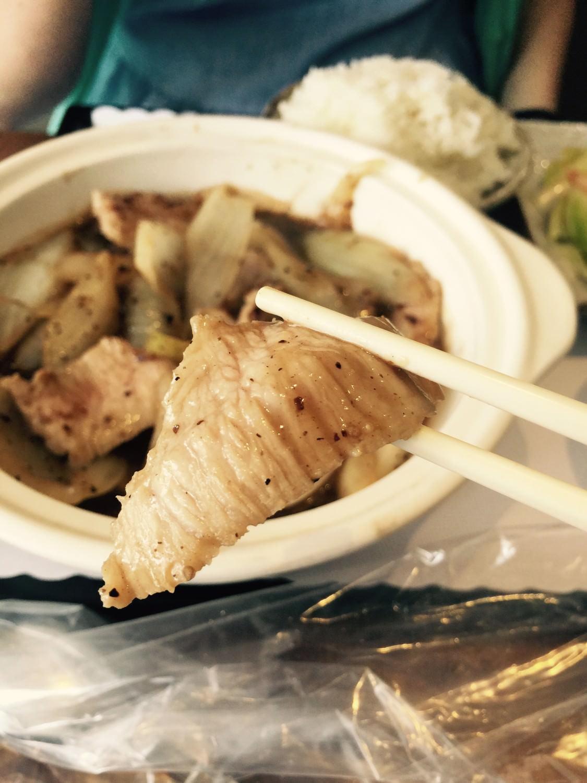 滿滿黑胡椒辣度的松阪豬肉,勁脆的口感,超讚