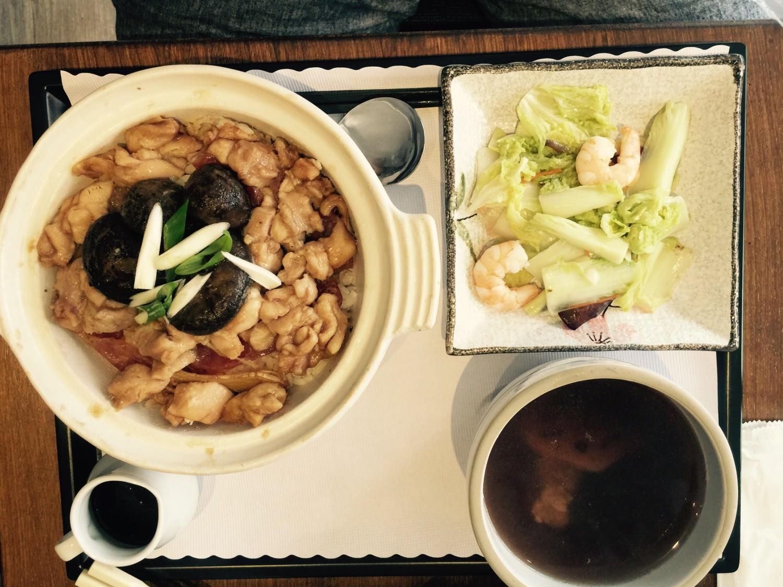 燒臘北菇滑雞煲仔飯