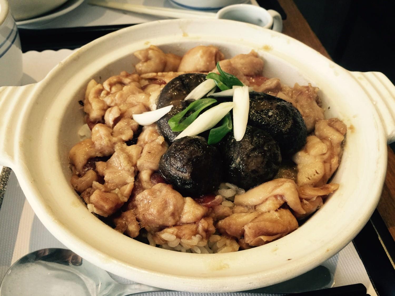 巨量的燒臘北菇滑雞煲仔飯