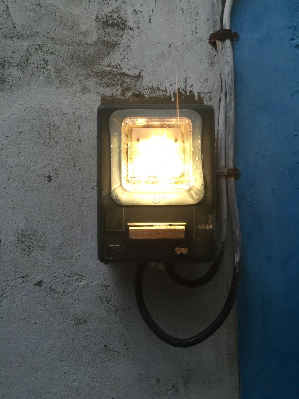 老闆說這個燈裡面有玄機