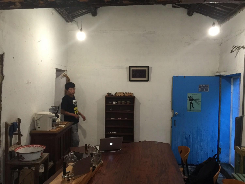 台南十三咖啡的古樸內部裝潢
