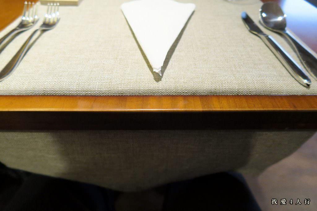 手工特製的餐桌
