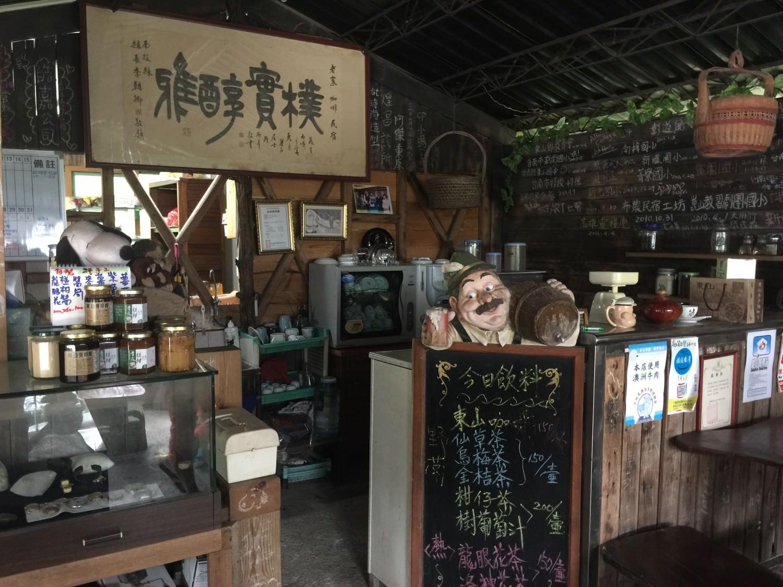 老家咖啡的櫃台與主餐廳