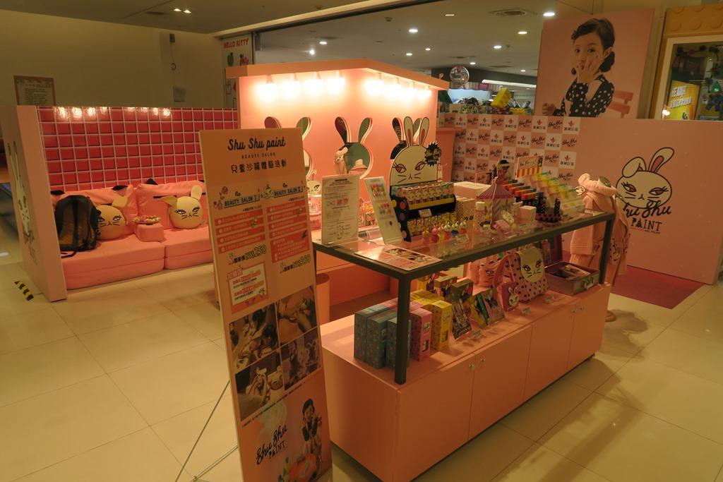 Shu Shu Paint 咻咻兔 的專櫃,一整個超級粉色系