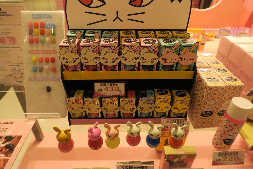 Shu Shu Paint 咻咻兔 的可撕式指甲油,顧名思義,就是塗完後可以直接撕除的指甲油